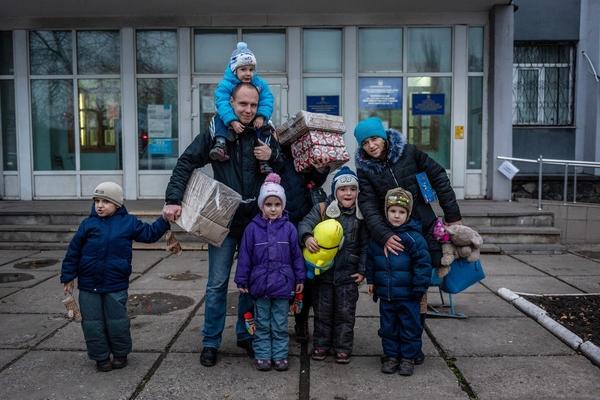 Mikulášské dárečky dostaly všechny děti. Mariupol, prosinec 2019. Foto: Miroslav Hodeček, SHPars